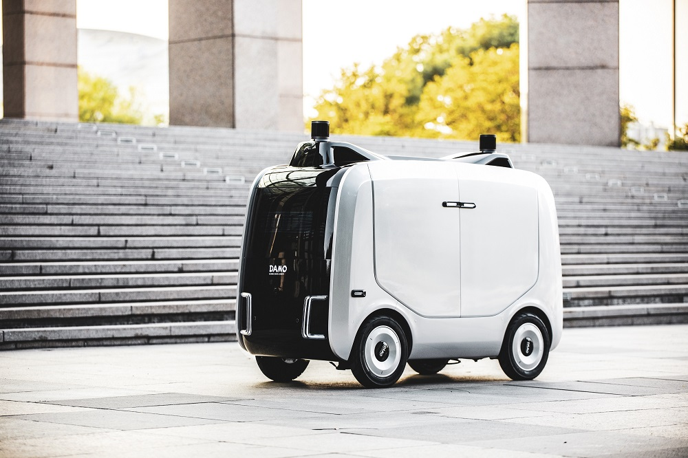 阿里雲推出自動物流機器人「小蠻驢」,協助完成「最後一公里」送遞,每一程可送遞多達50個物流包裹。