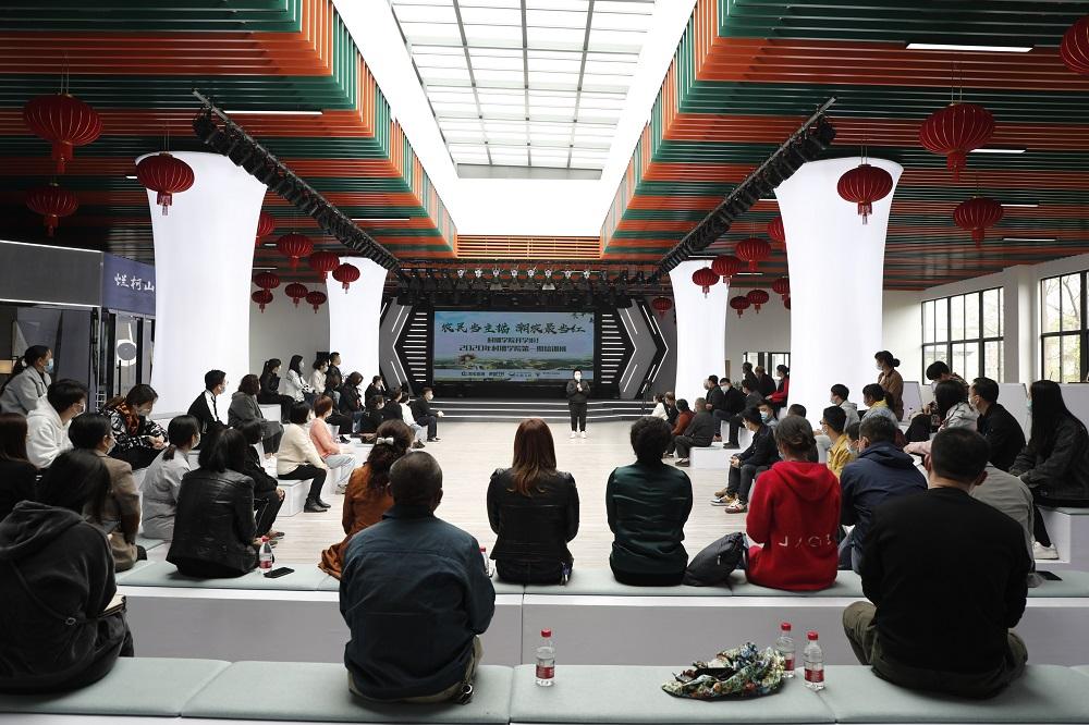 今年4月23日,阿里巴巴集團「村播學院」在浙江衢州正式開課。