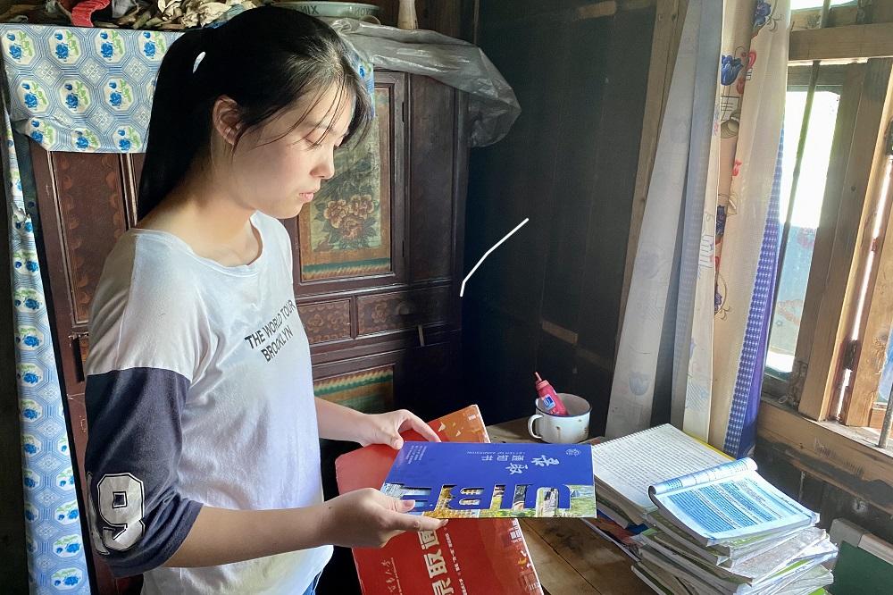 來自湖南省邵陽市城步縣的羅玉萍,在今年高考中取得623分的全縣第4佳成績,並收到北京對外經貿大學的錄取通知書。