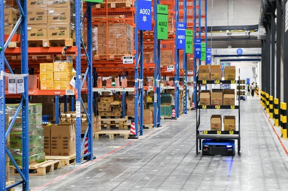 為應對2020天貓雙11全球狂歡季龐大的快遞包裹量,菜鳥網絡採取一系列措施,包括將活動的商品備貨提前撥入菜鳥倉,縮短包裹配送時間。