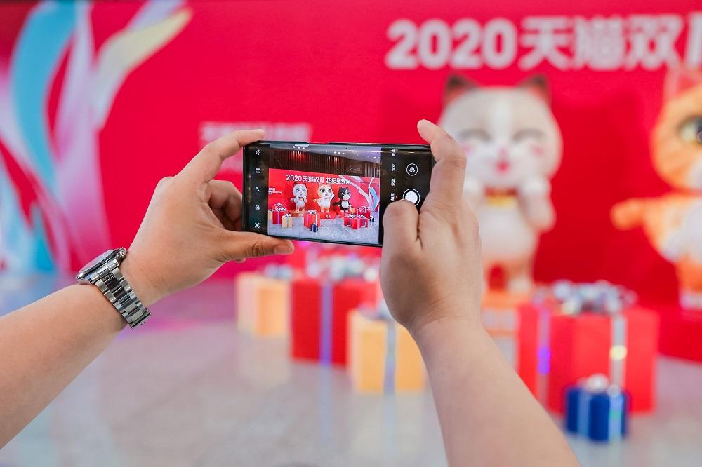 2020天貓雙11全球狂歡季開局火爆,首輪售賣期開始不到兩小時便達成100個品牌突破1億元人民幣成交額的盛況。