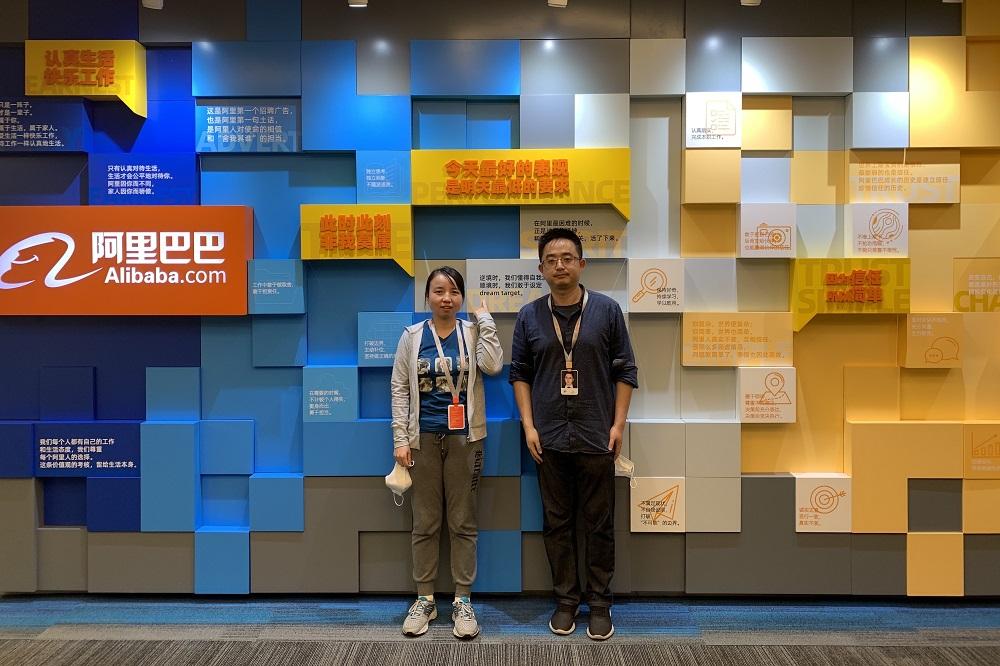 達摩院資深算法專家、阿里巴巴OCR技術負責人王永攀(圖左)表示,阿里巴巴技術團隊從2010年就開始致力於解決圖像中的文字問題。圖右為阿里安全圖靈實驗室負責人薛暉。