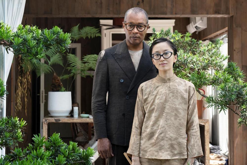 劉旻(圖右)與她的丈夫嚴儀安。
