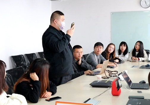 王寶江在向餓了麼團隊反饋服務體驗上可優化之處。
