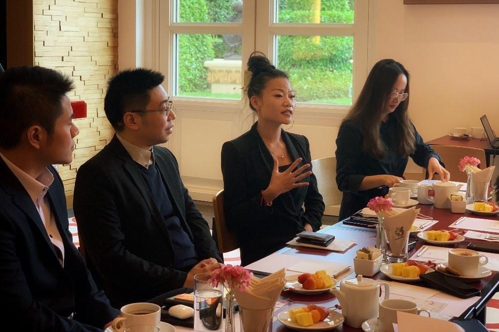 金沙中國電子商務部門商務拓展主管葉超華(右二)分享與飛豬合作發起直播的經驗。