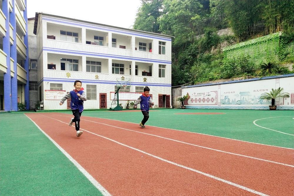 在「公益3小時」平台上,網友通過捐步,為四川大竹中心小學修建學校操場的跑道。