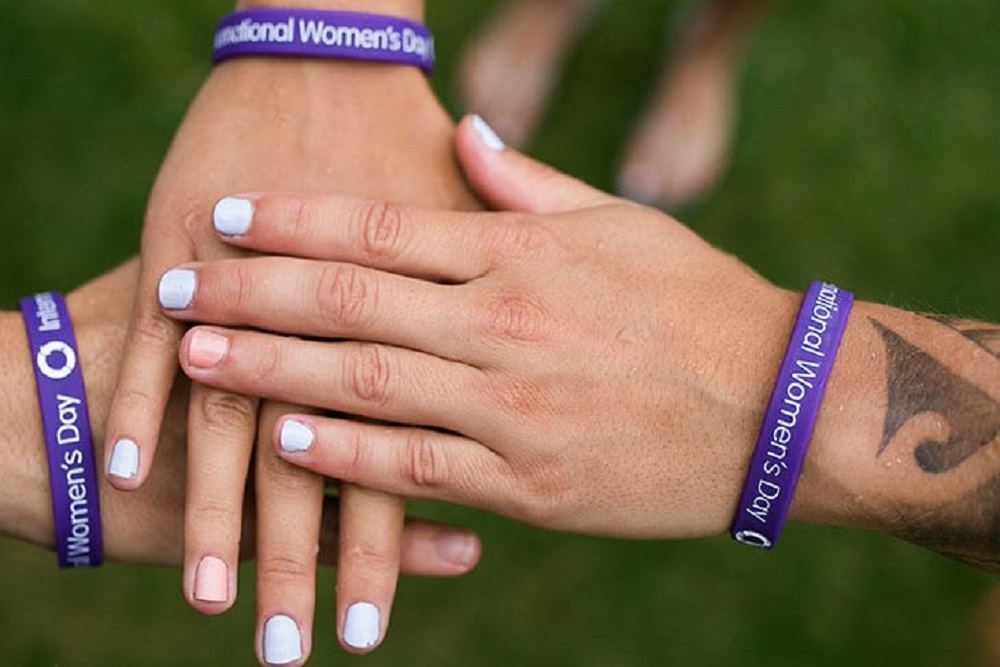 2021年國際婦女節的主題定為「勇於挑戰(Choose to Challenge)」,鼓勵女性勇於挑戰帶來變化,共同建立更包容、更平等的世界。(國際婦女節官方網站圖片)