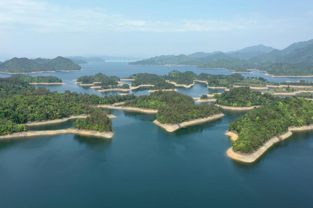 卡露伽魚子醬的鱘鰉魚養殖基地選址在水質優異的浙江千島湖。