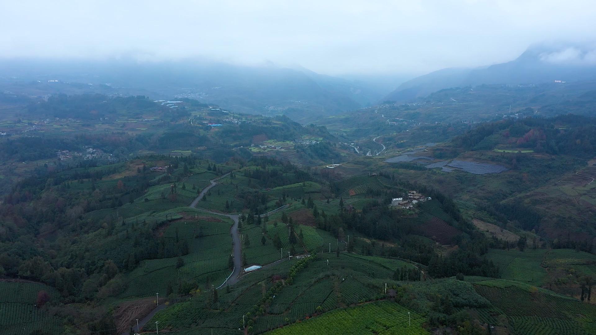 中國貴州普安縣的西隴村曾是遠近聞名的深度貧困村,座落在虎跳峽的群山之中,風景秀美,但懸崖山路令出行交通十分不便。