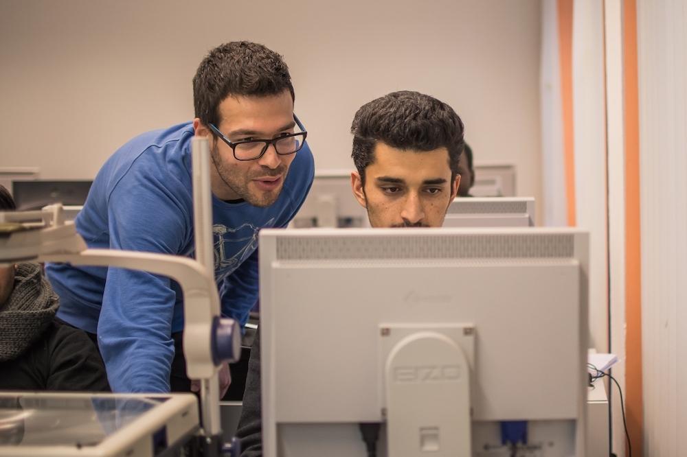 Oliver開設編程營,幫助沒有機會獲得編程教育的年輕人學習基本知識並激發學習計算機的興趣和潛能