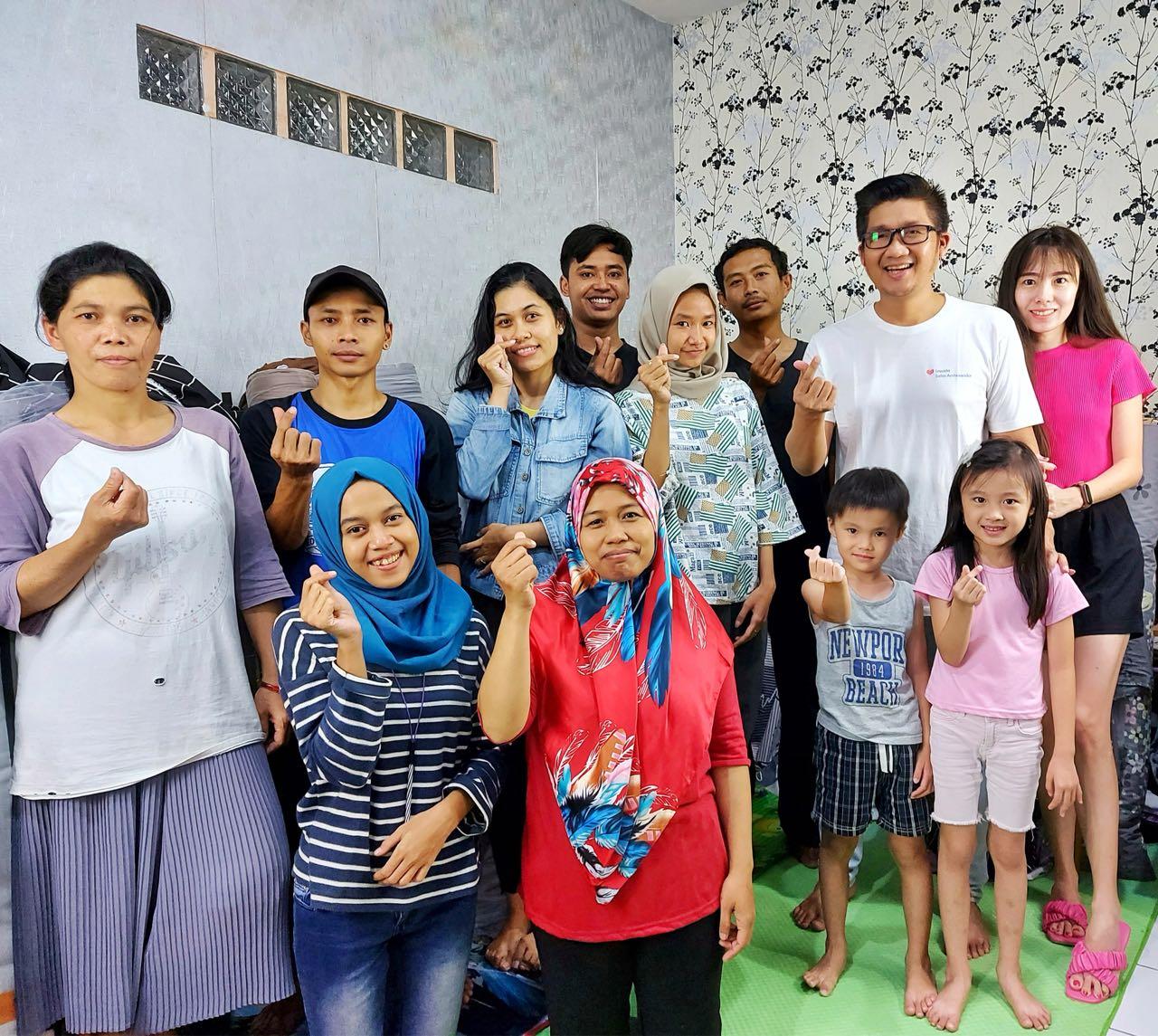 Sugeng Wibowo Toko Alona bersama Karyawan dan Keluarganya